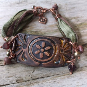 Silk ribbon bracelet with ceramic beads and pendant